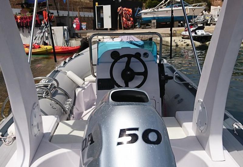alquila en altea un barco a motor y navega por altea