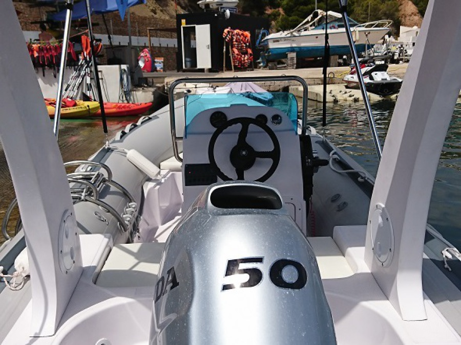 RIB 520 semi-rigid boat rental with Honda 50hp motor, altea, calpe, benidorm, sierra helada