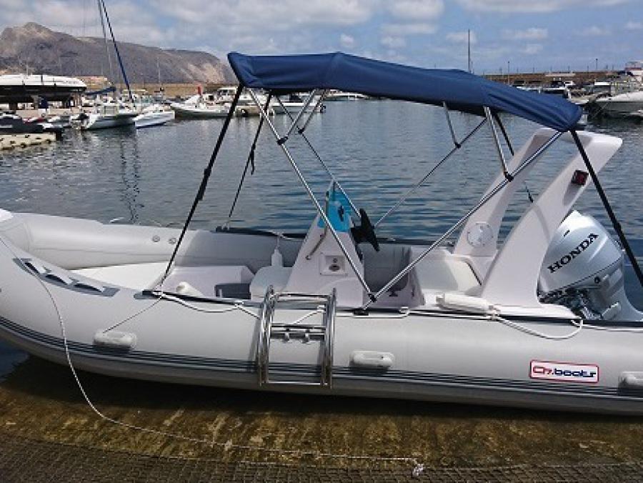 114/5000 location de bateau pneumatique rib 520 50 chevaux à Altea, benidorm et calpe, entièrement équipé, auvents d'escalier,
