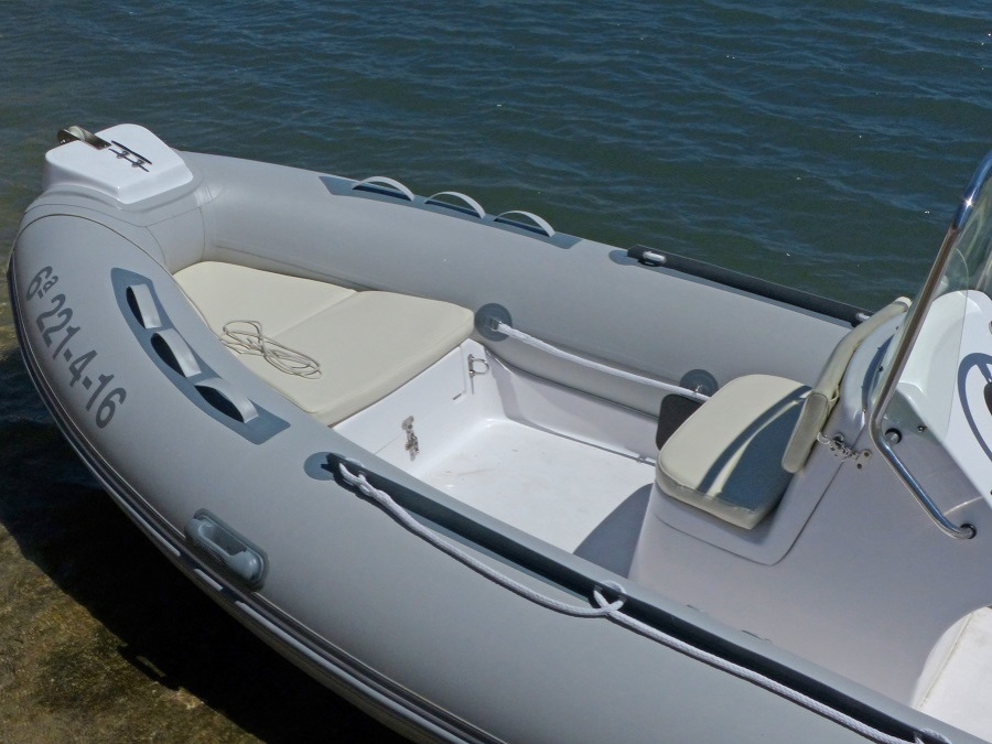 rent motor boat without license 6 passengers,