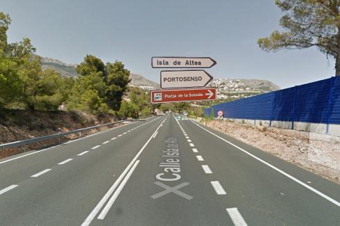 Salida de la carretera nacional viniendo del sur de Alicante, entrada al puerto deportivo Mar y Montaña